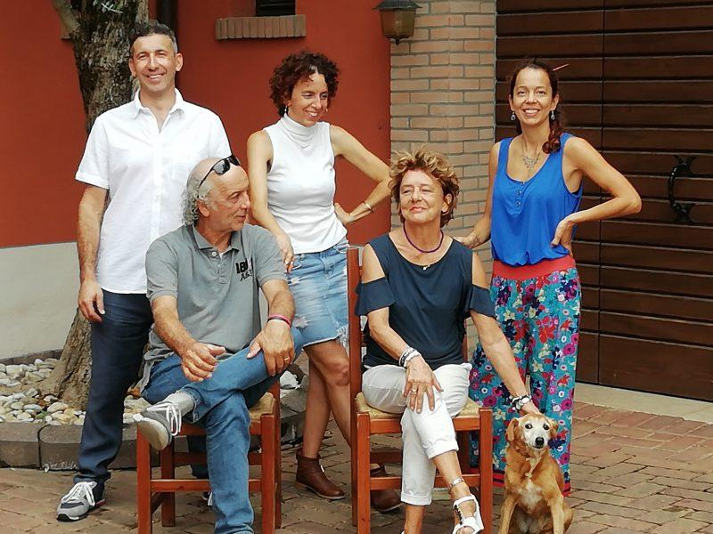 Una grande famiglia unita dall'amore per la propria terra e per le proprie tradizioni.