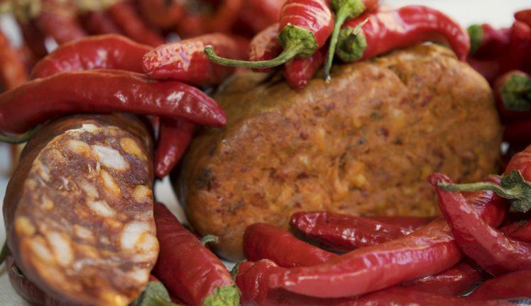 Cucina-calabrese-e1503676887153 Viaggio culinario alla scoperta dei prodotti tipici della Calabria e della Basilicata