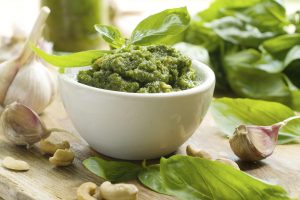 029_pesto_verde-300x200 Basilico: pianta profumata legata ad una ricetta della tradizione ligure