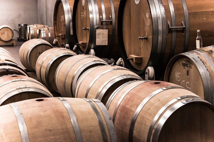 wine-1237340_960_720-e1507734553299 Verdicchio dei Castelli di Jesi: viaggio alla scoperta delle cantine