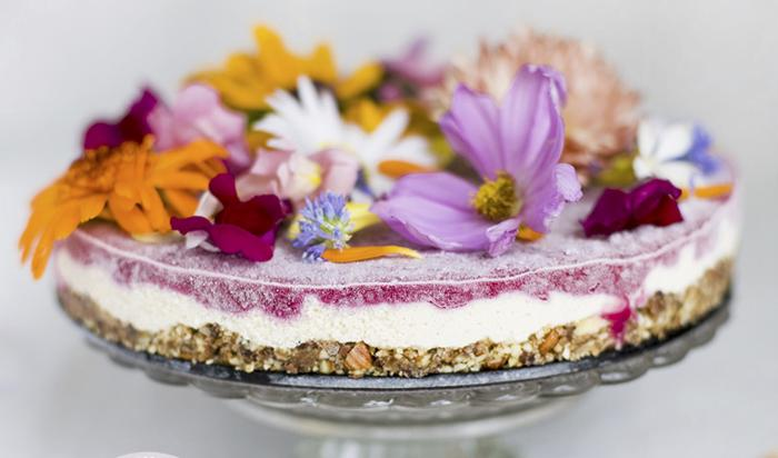 Titolo_Italiano_62 Mangiare i fiori: virtù nutrizionali per una dieta equilibrata