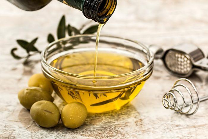 olive-oil-968657_960_720-e1519895694377 L'olio extra vergine di oliva: un piacere unico in Italia