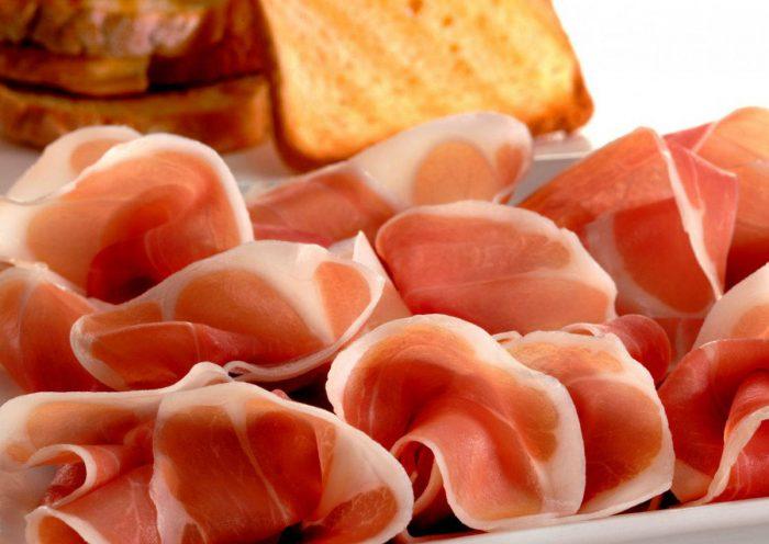 San-Daniele-affettato-2-e1523614794676 Prosciutto crudo nella dieta: come sceglierlo e come gustarlo?