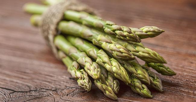 asparagi Coltivati o selvatici, crudi o cotti, gli asparagi hanno molte proprietà benefiche
