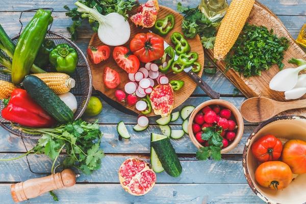 frutta-verdura-estate Sulla tavola dell'estate tanta frutta e verdura