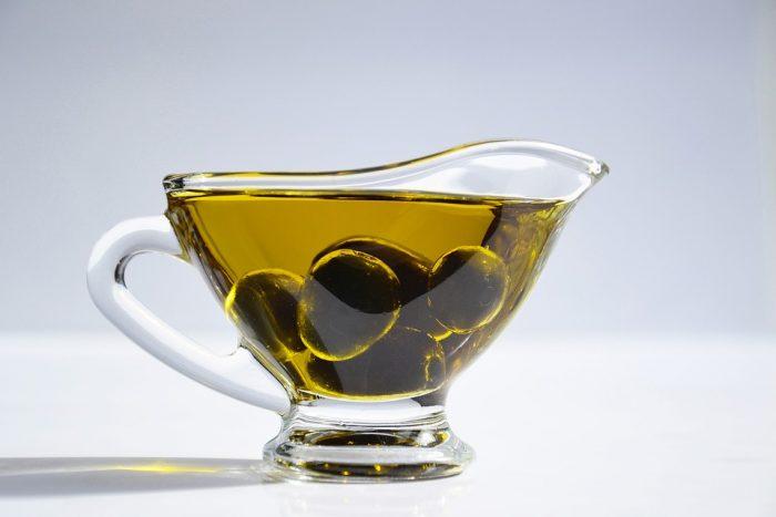 """olive-oil-3326703_960_720-e1528297929503 Olio d'oliva, passione tutta italiana: calorico sì, ma i suoi grassi sono """"buoni"""""""