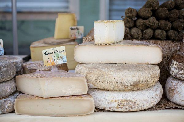cheeses-1433514_960_720-e1539597127156 Il cibo è donna: viaggio tra le colline toscane per conoscere 3 alfiere del Made in Italy