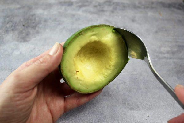 avocado-polpa-1300x867-e1542881102718 Tutto il buono e tutte le proprietà dell'avocado