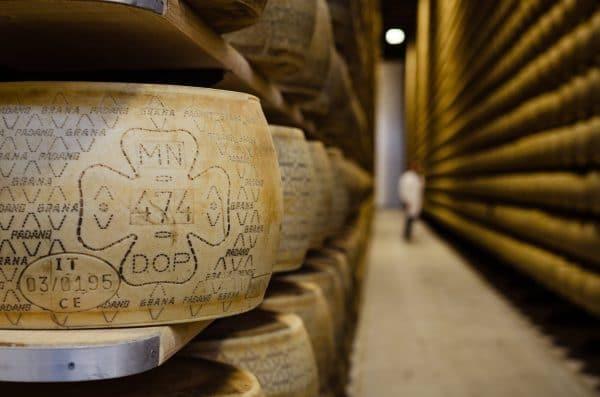 """Magazzini-474-min-e1553509029512 Grana Padano DOP """"Selezione da fieno"""" San Pietro, un prodotto nuovo della tradizione Made in Italy"""
